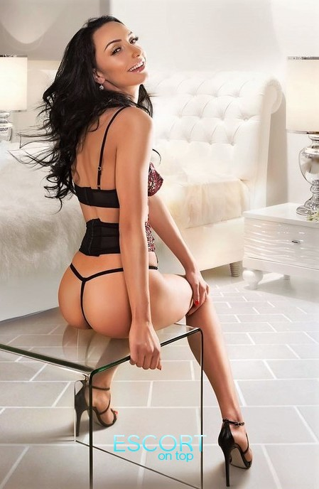 busty blonde escort in bayswater W2 London